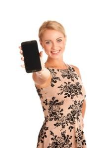 Freisteller: Junge Frau mit Smartphone © Samo Trebizan - 123RF