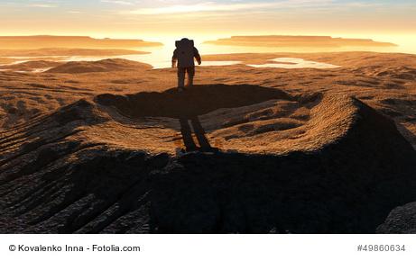 Stockfoto: Krater mit Astronaut